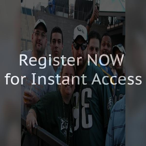 Looking for cool female eagles fans who like 420